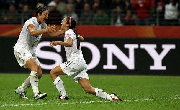 I LOVE this picture!!!!! LOVE abby wambach and alex morgan...