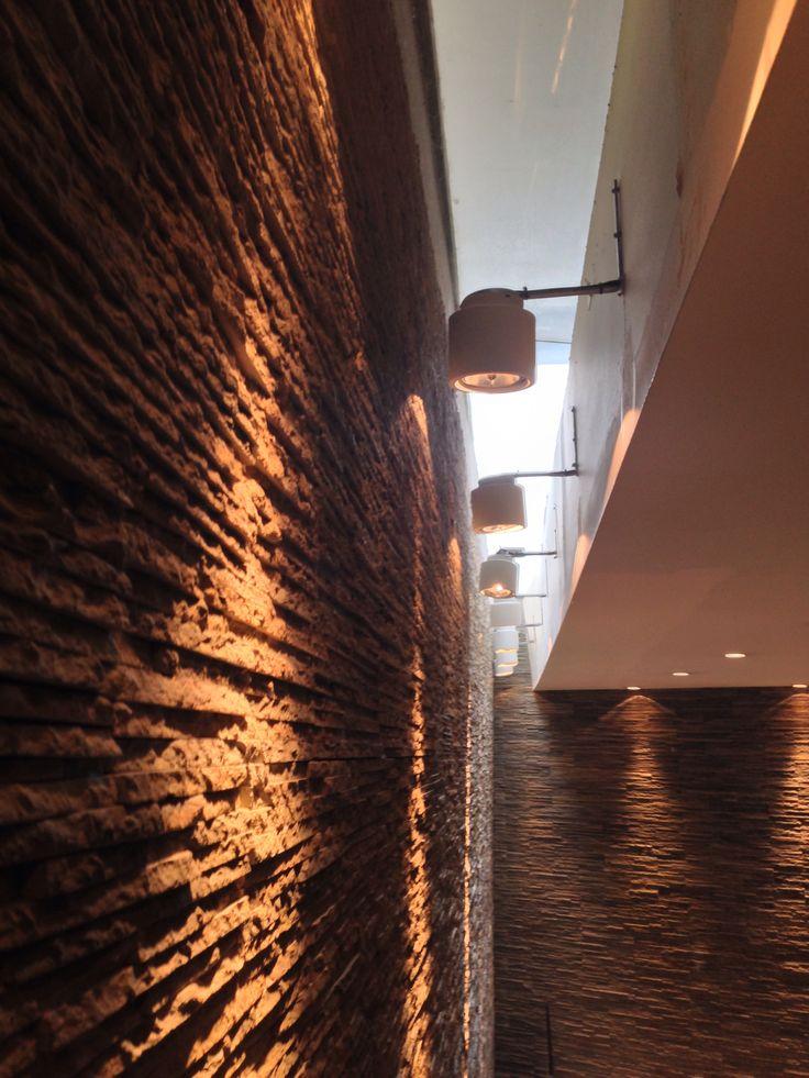 Revestimiento pared hotel city center Pullman Rosario