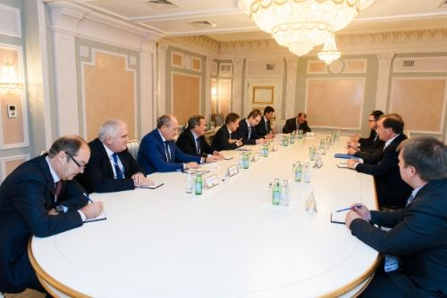 http://www.gazprom.com/preview/f/posts/08/742628/w500_001_dsc_3510.jpg Gazprom and BASF/Wintershall discuss transmission ofRussian gas toEurope - http://www.energybrokers.co.uk/news/gazprom/gazprom-and-basfwintershall-discuss-transmission-of-russian-gas-to-europe