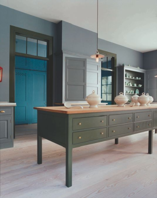 Colour in a plain english kitchen for Plain english cupboards