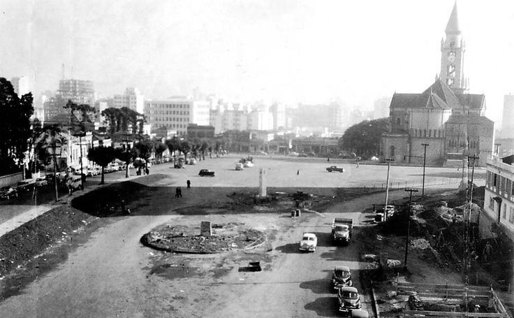 Praça Franklin Roosevelt em 1954; após reforma de R$ 55 milhões, área é reaberta neste sábado (29) Leia mais