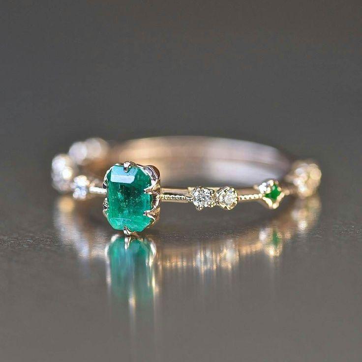 Beautiful emerald and diamond alternative bridal ring - By #kataoka_jewelry http://ift.tt/2eynQ5F