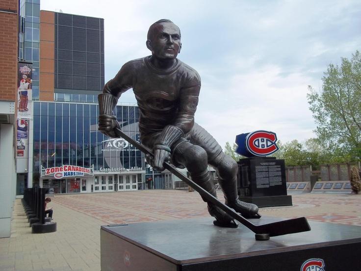 Statue de Howie Morenz, Centre Bell, Montréal - Howie Morenz statue, Bell Center, Montreal.