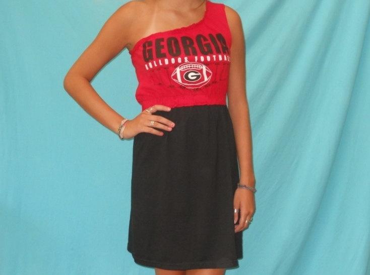 Georgia Bulldogs Game Day Tailgate Dress! Wish I had the supplies to make it :/