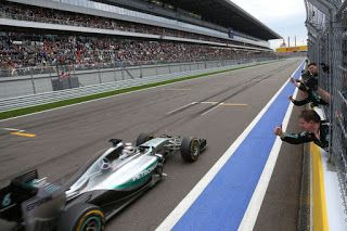 Paul English Formula 1: Hamilton moves closer to the title as Perez stars