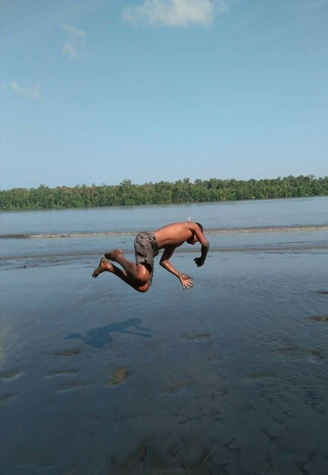 Papuan child jump