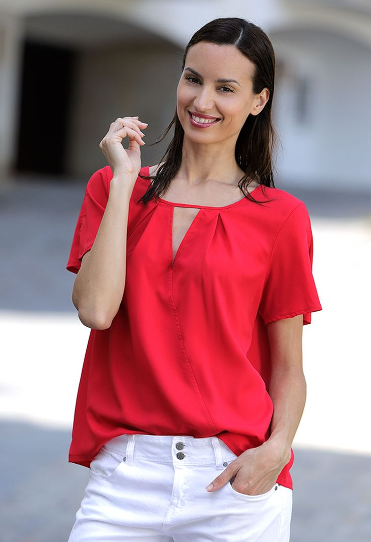 Women in Red #lovemassana #streetstyle