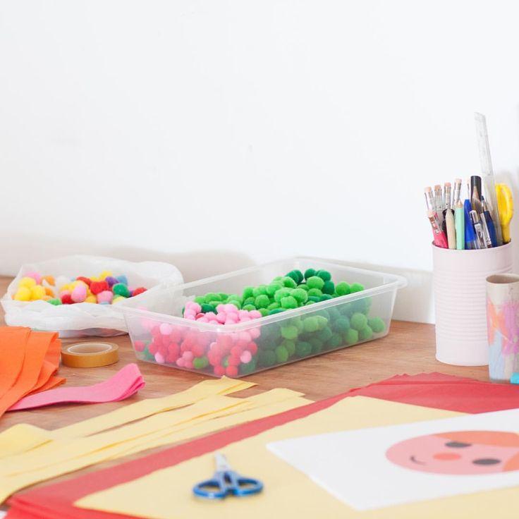 """40 Likes, 3 Comments - Anna (@aeioutururublog) on Instagram: """"Así de colorida tengo la mesa, llena de materiales para el taller de esta tarde. Creo que esta…"""""""