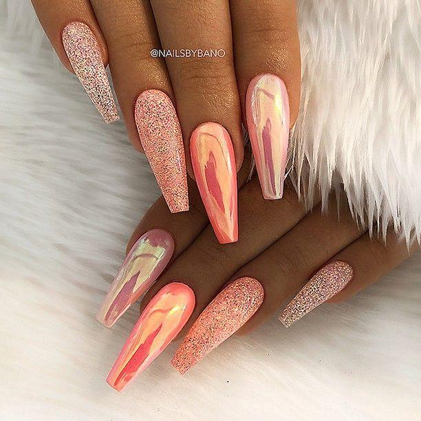 REPOST – – – – Peachy Orange Aurora Effect und Glitter auf langen Sargnägeln – – … – Nägel