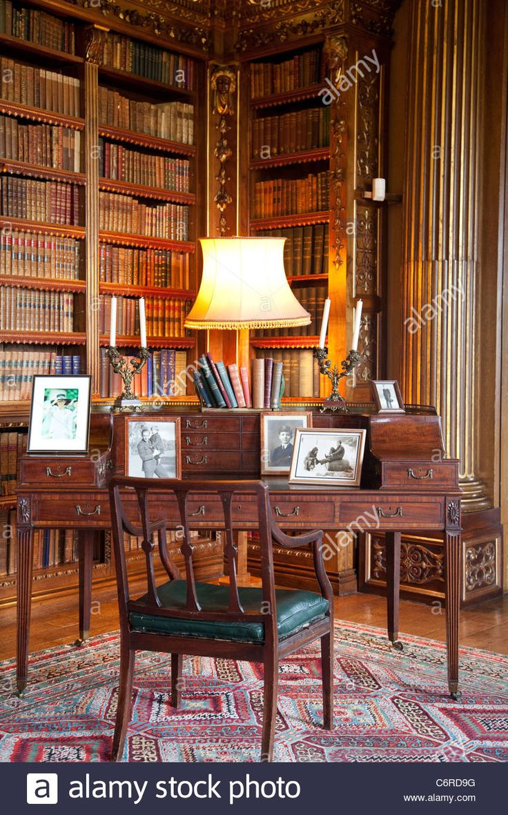 Writing desk in The Double Library at Highclere Castle, Newbury, Berkshire, England, UK. Photo:Jeff Gilbert Stock Photo