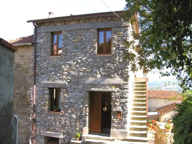 Property for sale in Tuscany Tresana Italy - Country House > http://www.italianhousesforsale.com/property-italy-stone-village-house-1056.html