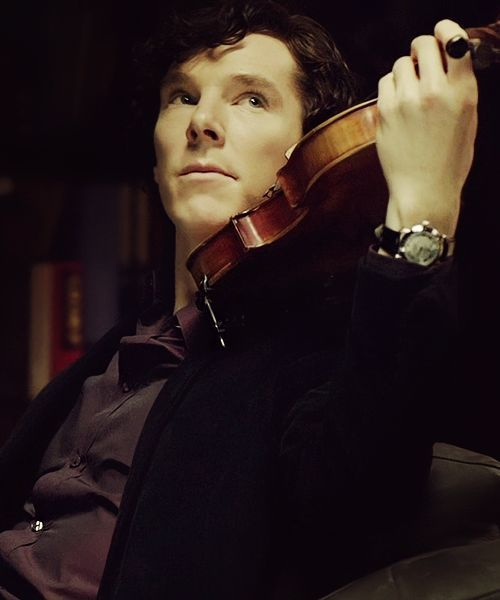 Sherlock playing violin ! Love it !