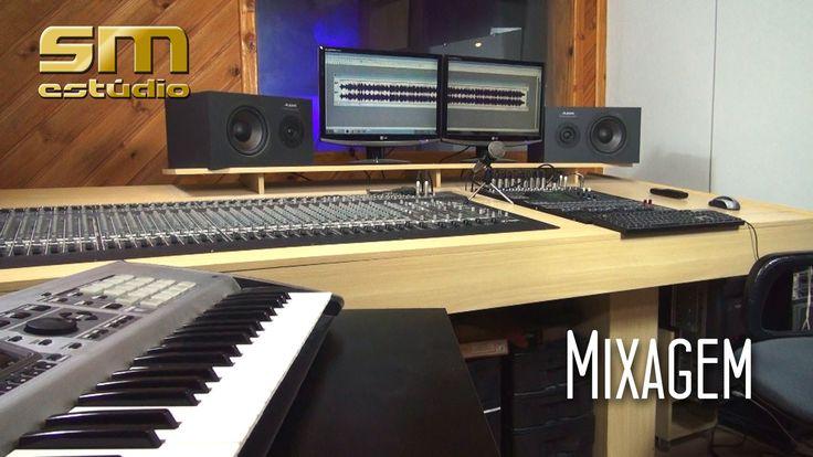 """Neste episódio da série """"Gravando o seu CD"""", os produtores Antonio Mícoli e Leonardo Lona falam sobre a mixagem de um cd. Assista aos outros episódios em:  http://www.smestudio.com.br/gravandocd.html"""