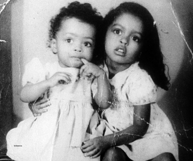 "A one year old Diana Ross with her older sister Barbara Jean ""Bobbi"" in 1945."