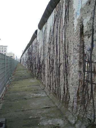 Vista lateral del muro de Berlín