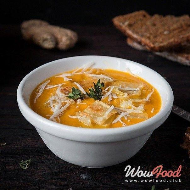 Морковный крем-суп с имбирем, пастой и твёрдым сыром