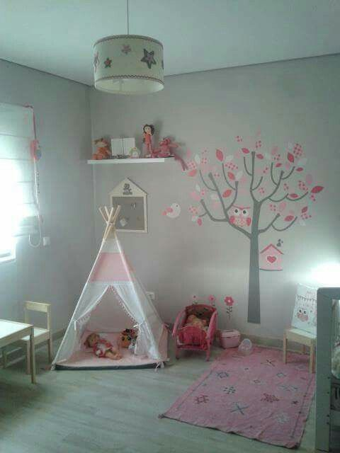 que quartinho lindo que a princesinha Ema tem!!! Conjunto tenda, com base em colchão e almofada 90€ dim. base 1mx1m, altura 1,40m, padrão (lunares rosa) da Vidal Tecidos #tipi; #teepee; #textiltribu; #tendadebrincar; #babyroom; #textilpuff; #puff; #bebé, #maternidade