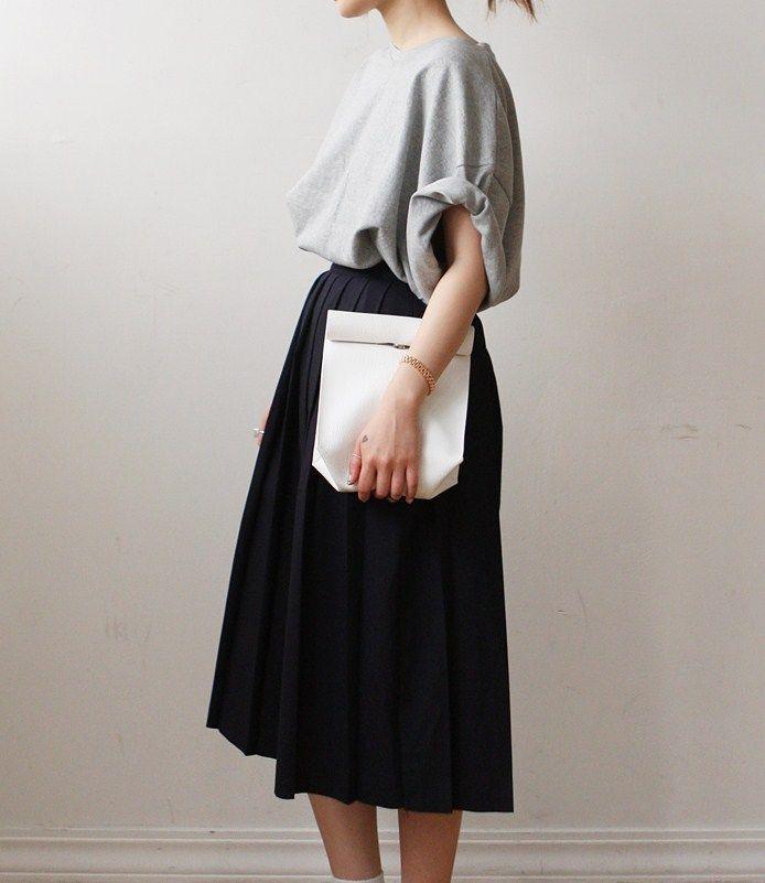 春風に揺れて、軽やかに。プリーツスカートで大人可愛いコーディネート