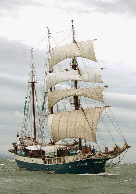 L'Atlantis est un trois-mâts goélette appartenant à la compagnie The Tallship Company des Pays-Bas.