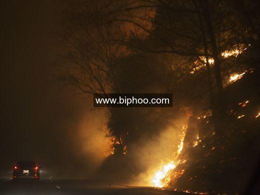 Tennessee wildfires threaten resort towns of Gatlinburg, Pigeon Forge http://www.biphoo.com/bipnews/news/tennessee-wildfires-threaten-resort-towns-gatlinburg-pigeon-forge.html