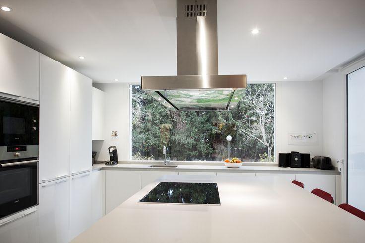 Cocimed, cocinas Santos y los mejores electrodomésticos para tener una cocina tan espectacular como esta.