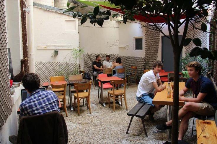 KIEZ Biergarten Parisien 24 rue Vauvenargues 75018