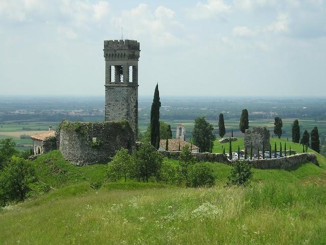 Castello di Fagagna (UD), Friuli Venezia Giulia, Italy - B&B Stop&Sleep Fagagna #friuli #italy #travel #castle #hills