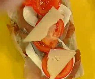 Cuochi per caso...o per forza!!: Panino Prosciutto crudo, pomodoro, mozzarella, ali...