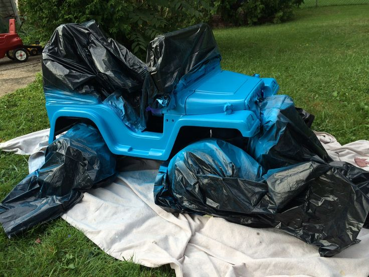 Like I was saying last time, my oldest has been begging me to paint his Jeep blue all summer.  I was sure this would be a bear of a project.  I wasn't even sure it was possible, but about two hours...