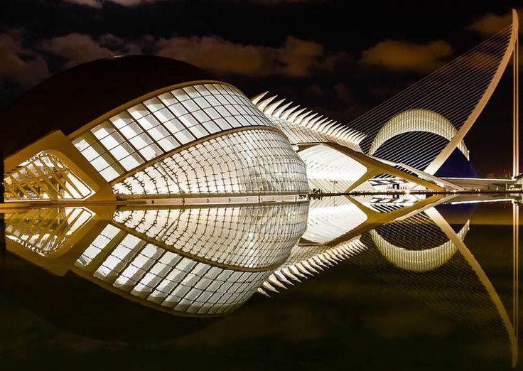 Cité des arts et des sciences de Valence (Espagne), inaugurée en 1998 sur des plans signés Santiago Calatrava et Felix Candela