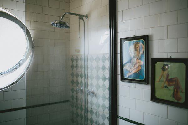 Depto51 Constanza -25 (ventana ojo de buey en el baño, azulejos blancos)