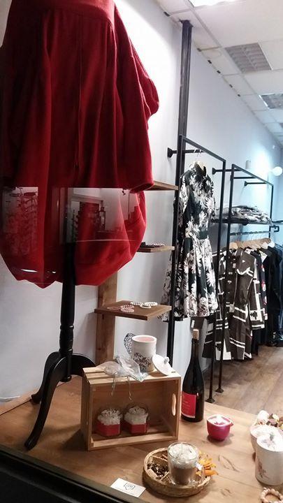 По късна доба днес второто #ТОВАМЯСТО отвори врати    Очакваме те вече и на ул. Кърниградска (почти на ъгъла с Цар Асен) в меката на артистичните магазини Български дизайнери и талантливи автори.   Работим всеки ден от 11.30 до 19.30 а в неделя си почиваме