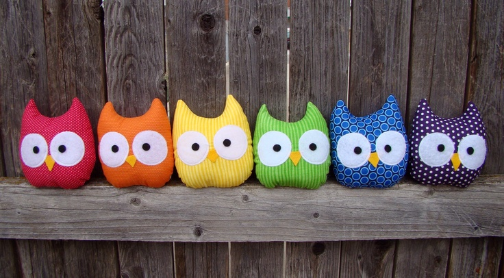 I could make these little guys (out of left over scraps) to go with my owl quilt!