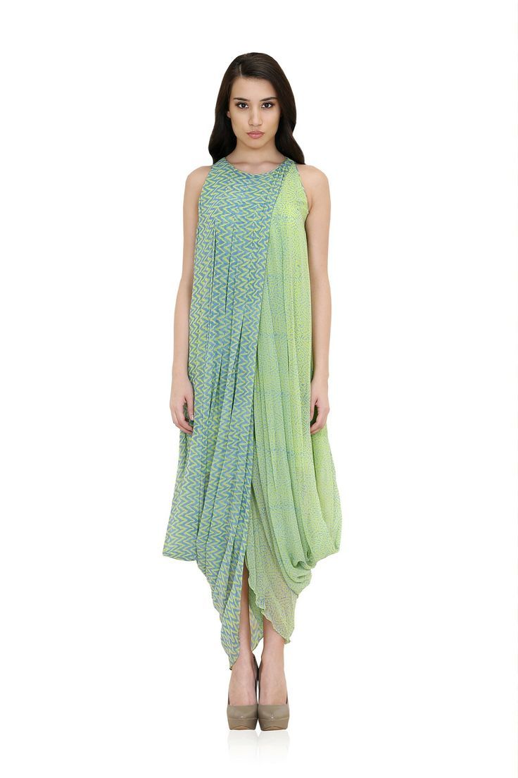 DESCRIPTION: Featuring green block printed cowl gown in bemberg fabric lined with plain green bemberg georgette.COMPOSITION: 100% BembergMEASUREMENTS:Size8: Bust: 33 Length:56Size10: Bust: 35 Length: 56Size12: Bust: 37 Length: 56Size14: Bust: 40 Length: 56Size16: Bust: 43 Length: 56Size18: Bust: 46 Length: 56STYLE TIPS: Style this printed dhoti inspired gown ...