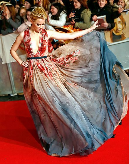 Elizabeth Banks LOVE THIS watercolored, caped confection by Elie Saab