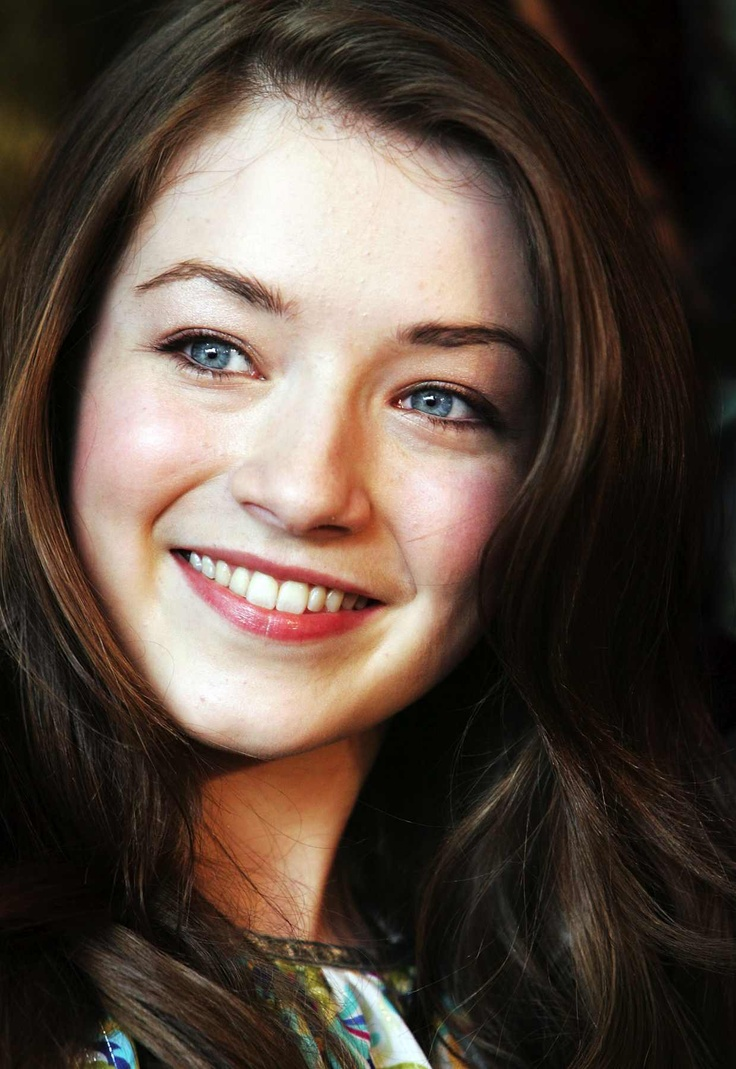 maybe, maybe Adele? something in her just reminds me of her...I think this is actress Sarah Bolger