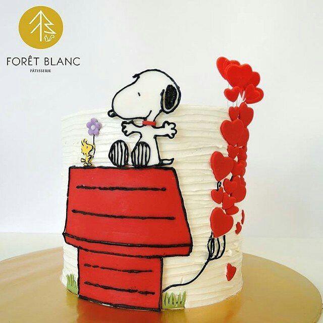 Bolo mais lindo Snoopy @foretblanc #buttercreamcake #snoopycake #snoopy…