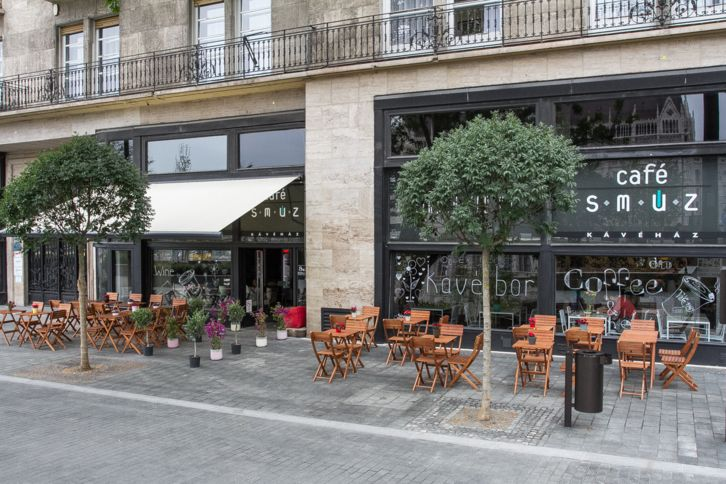 Kávézó-virágüzlet-dizájnbolt fúzió a Kossuth téren - Café Smúz   WeLoveBudapest.com