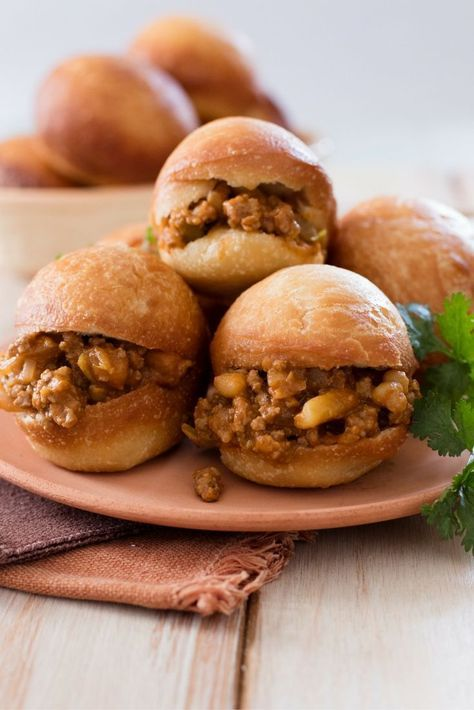 Vetkoek & Mince Recipe. Nothing beats the comfort of home-made South African vetkoek. And on the off-chance you any have left-overs, serve with Apricot Jam for a sweet delicious treat.