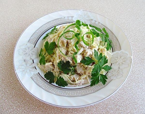 Салат из куриного филе с сельдереем и яблоками