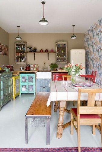 Mooi kleurige keukenkastjes.