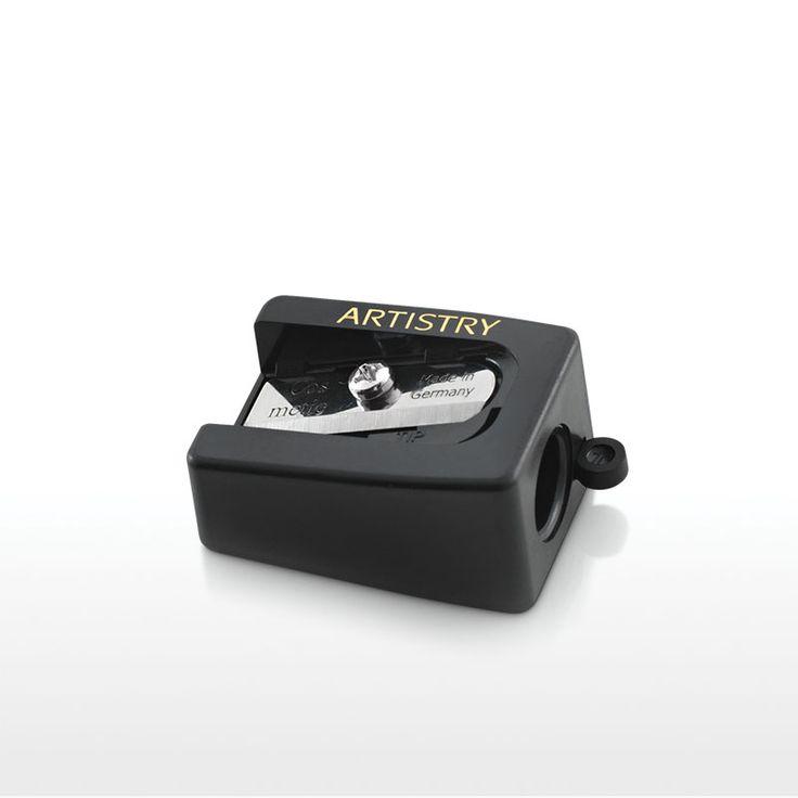 Bestellnummer: 119592 Dieser neue und elegante Anspitzer für Augenkonturenstifte wurde entworfen, um Ihrem Augenkonturenstift eine professionelle und makellose Form zu geben.