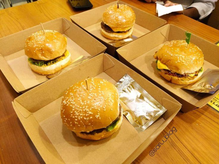 Who doesn't love to eat burger🍔? Tell me about your fav burger?!💭 #Burgers #burgerking #burgertime #burgerlove #burgersbae #burgerlover #burgerlovers #burgerlife #burgerorder #burgergram #burgersandfries #burgernight #burgerjoint #burgerconquest #burgerday #burgeraddict #burgerhouse #burgersofinstagram #cheeseburger #burgerlife #burgerclub #blog #blogging #foodblog #sarublog