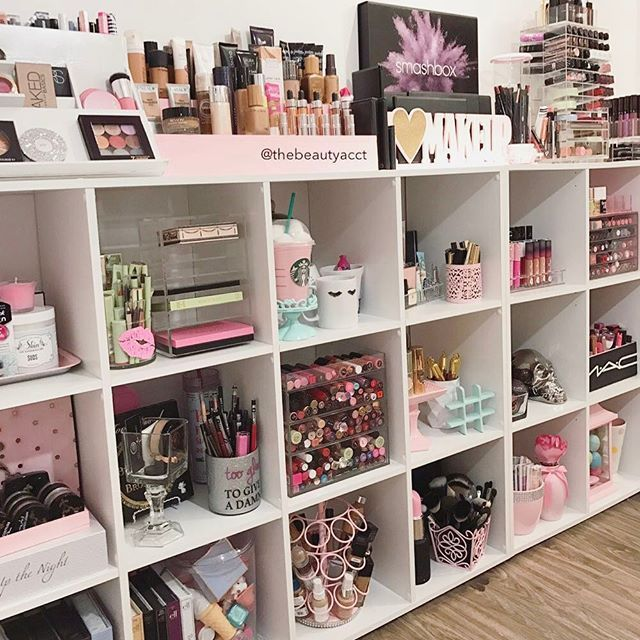 Best 25 makeup rooms ideas on pinterest glam room Makeup organizer ideas