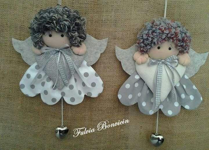 Angeli nei toni del grigio.