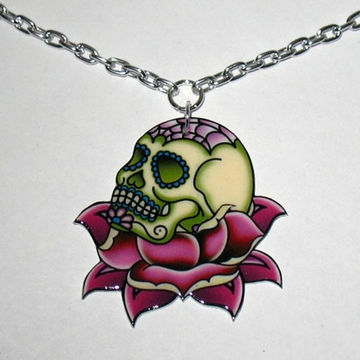 skull and roses tattoos | GRÜNER SUGAR SKULL AUF PINKER ROSE GEBETTET HALSKETTE TATTOO DESIGN ...