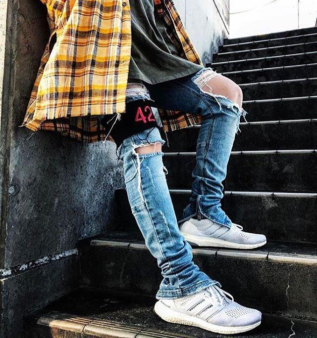 ⠀ #SimpleFits  @qzznhp ▪️ #Anglasad #Flannel ▪️ #FoG x #Pacsun #Tee ▪️ #HaloTokyo #Jeans ▪️ #424inc #Armband ▪️ #Adidas #UltraBoost #Sneakers