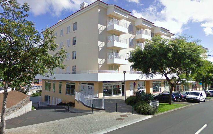 Apartamentos novos, ainda por estrear, na Avenida das Madalenas, próximo ao Supermercado Continente, Centro Saúde de Santo António, Universidade da Madeira, a dois passos do Funchal. Em condomínio privado, com piscina, amplo solário, parque infantil e jardins. T1- 70 m2 por 89.000€ T2- 95 m2 por 117.000€ T3-165.000€ T3- 200 m2 por 240.000€ (último piso, amplas áreas, 2 estacionamentos) e T4 duplex último piso, 245.000€. financiamento a 100%!!!! ligue 963701529 Teresa Caíres