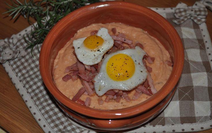uova di quaglia su nido di speck in crema di fagioli