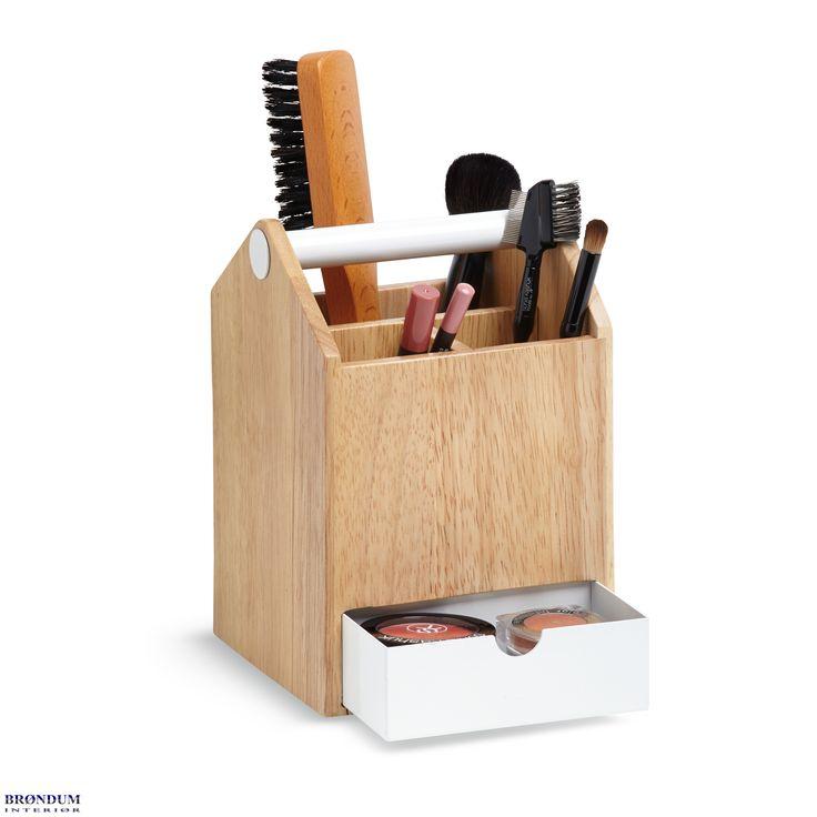 Flot træbox til opbevaring fra Umbra. Brug den fx til opbevaring af smykker, kontorartikler eller makeup. Se flere designs fra Umbra på www.brondum-interior.dk